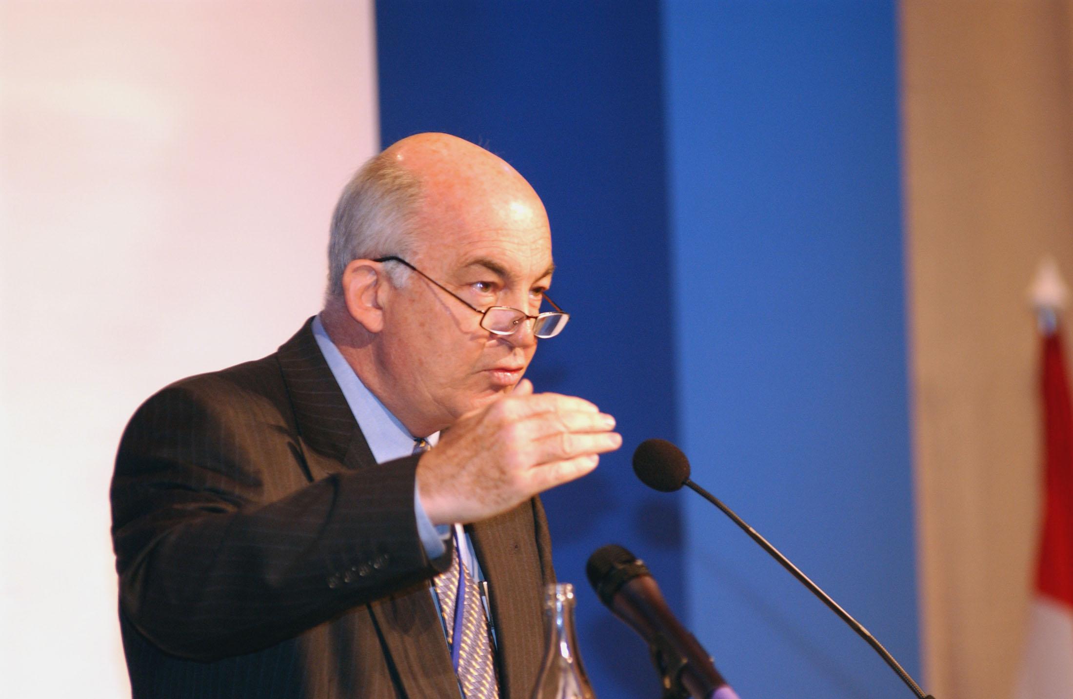 كمال درويش، الوزير السابق للشؤون الاقتصادية في تركيا والمدير السابق لبرنامج الأمم المتحدة الإنمائي (UNDP)، هو نائب رئيس معهد بروكينجز